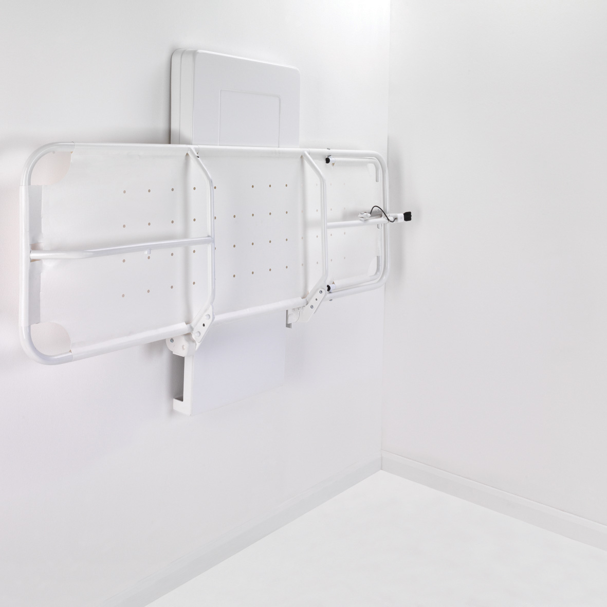 easi-lift shower stretcher and changing bench - Smirthwaite